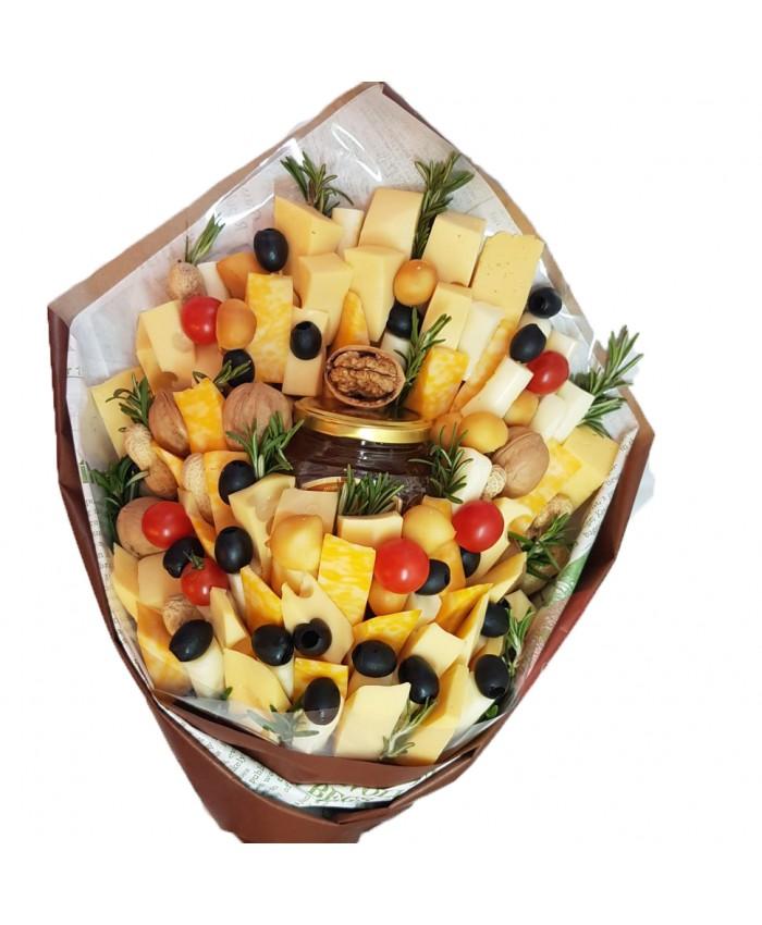 Букет из сыра с медом и маслинами