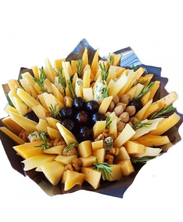 Букет из сыра с виноградом