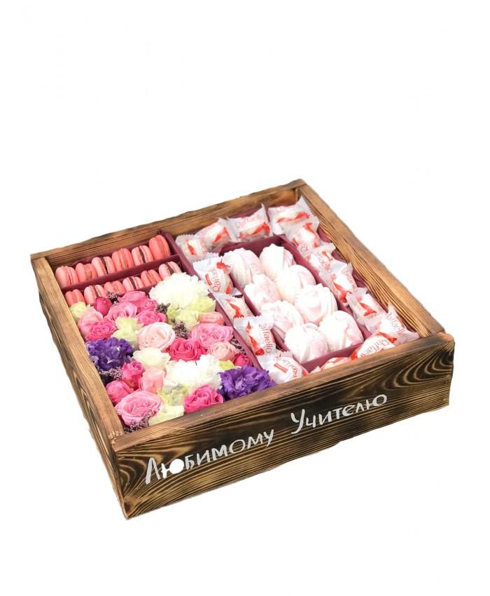 Цветы и сладости в деревянном ящике №6