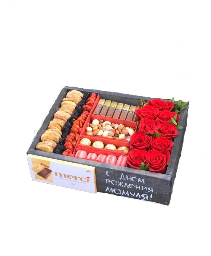 Цветы и сладости в деревянном ящике №5