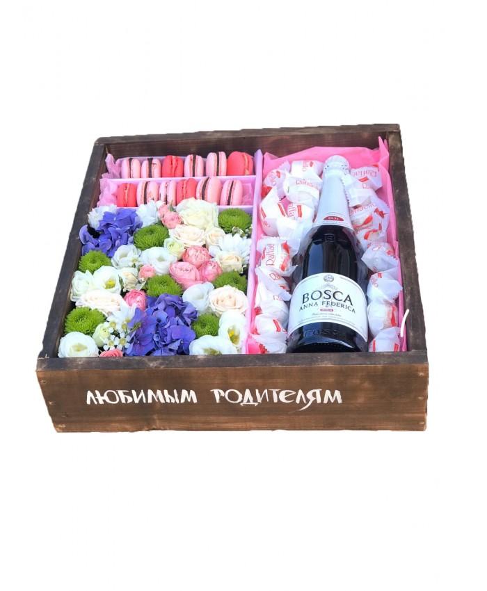 Цветы и сладости в деревянном ящике №7