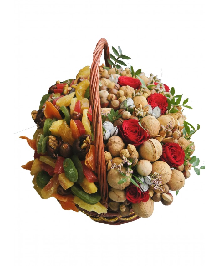 Корзина с орехами, сухофруктами и цветами