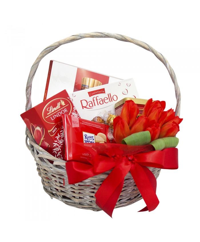 Подарочная корзина с цветами №1