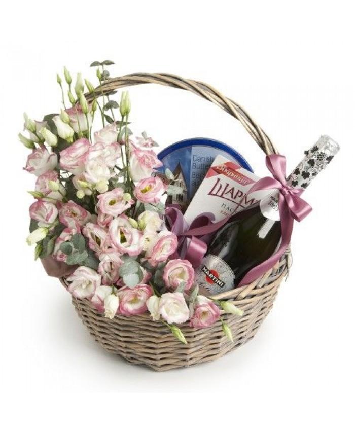 Подарочная корзина с цветами №5