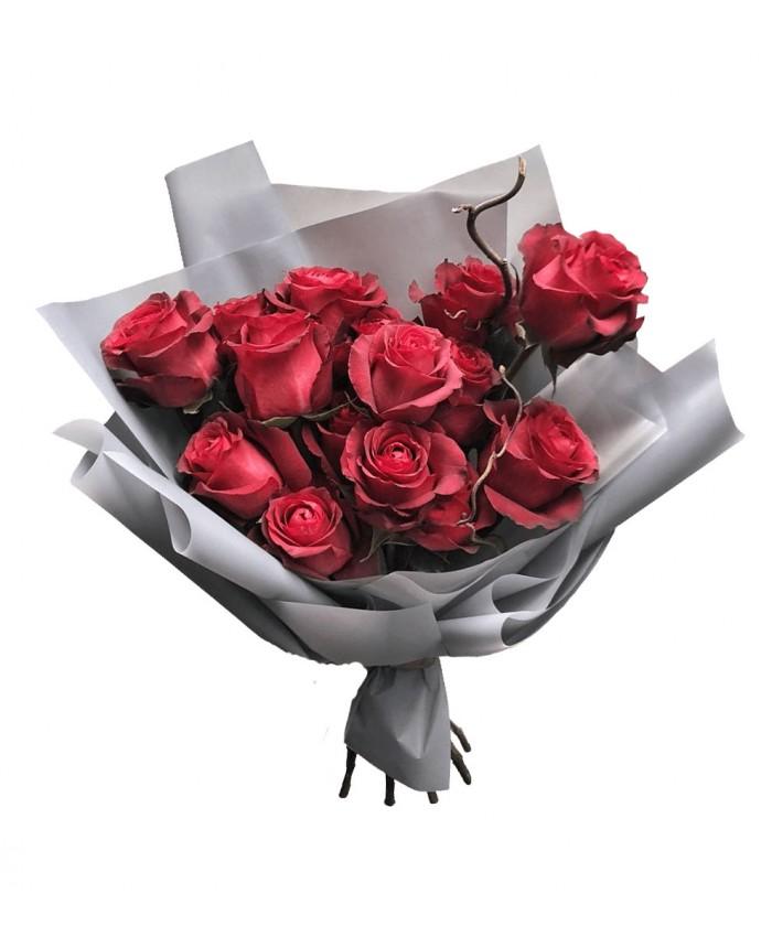 """Букет из красных роз """"Поцелуй украдкой"""""""